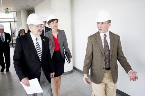 Iowa Gov. Terry Branstad and Lt. Gov. Kim Reynolds tour a UI building